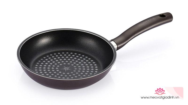4 dụng cụ bếp bạn cần thay thế để bảo vệ sức khỏe