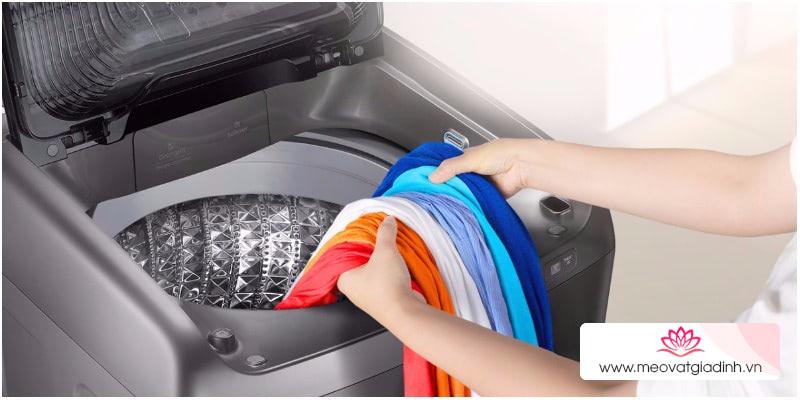 Bí quyết giặt quần áo không hôi mùa mưa