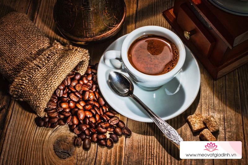 Cà phê hoà tan và cà phê rang xay, đâu là loại cà phê tốt hơn cho bạn?