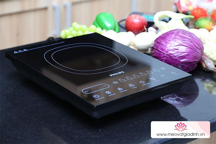 Cách vệ sinh bề mặt bếp điện, bếp từ bằng kem tẩy đa năng