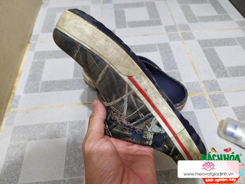 Dùng thử bộ làm sạch giày giá rẻ và cái kết không thể nào tốt hơn