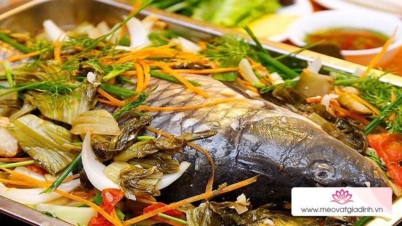 Hấp cá có nên ướp hay không? Nhiều người làm sai khiến cho cá hấp tanh, không ngon