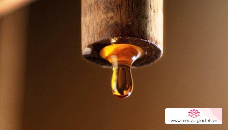nước mắm từ có màu vàng chuyển sang màu sẫm hơn thì nước mắm này được ủ theo phương pháp truyền thống