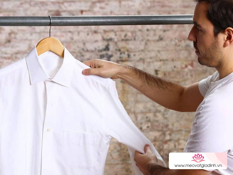 Mẹo đơn giản giúp đánh bay các vết mốc trên áo trắng