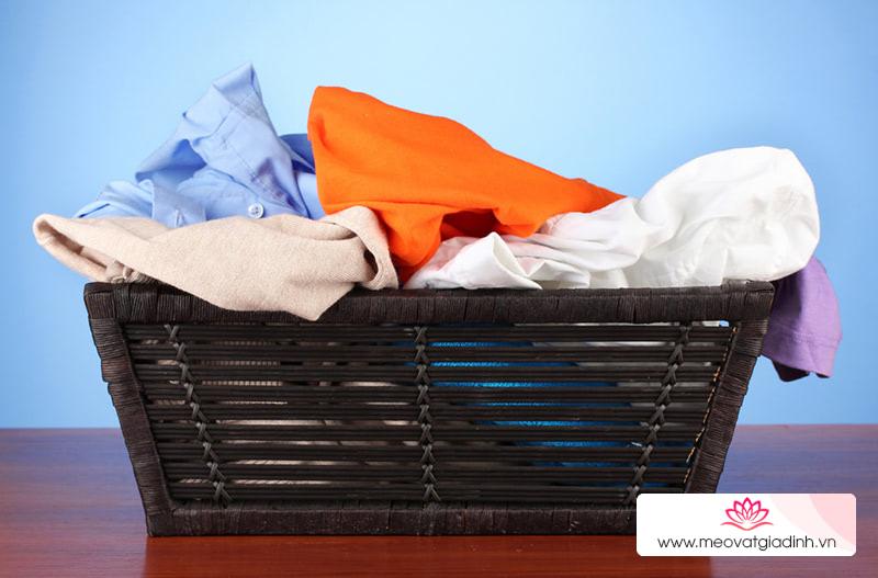 Một số loại nước tẩy quần áo màu đang được ưa chuộng