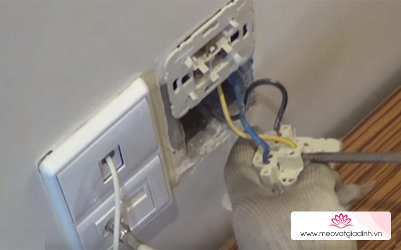 Những dấu hiệu cho thấy điện trong nhà bạn đang có vấn đề và cách khắc phục