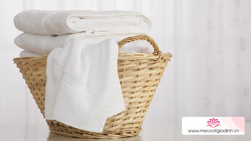Nước tẩy quần áo trắng loại nào tốt?