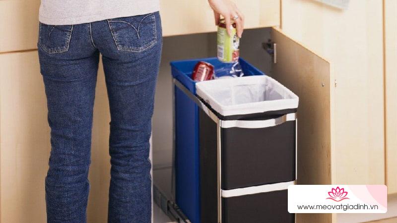 Thùng rác trong bếp dễ dàng thu hút chuột và côn trùng