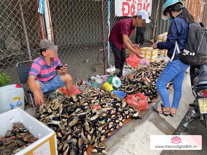 """Thực hư cua cà mau """"bao ăn"""" bán đầy đường giá chỉ 30.000đ/3 con"""