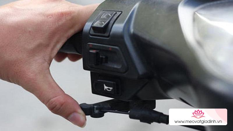 Trời lạnh khiến xe máy khó khởi động phải làm sao?