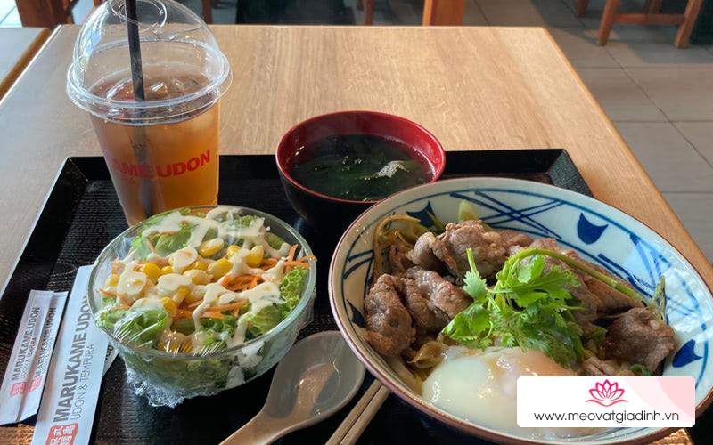 Trong trung tâm thương mại Vivo City quận 7 có gì ăn ngon?