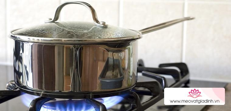 8 mẹo hay tiết kiệm đến 50% lượng gas khi nấu, bà nội trợ nên biết