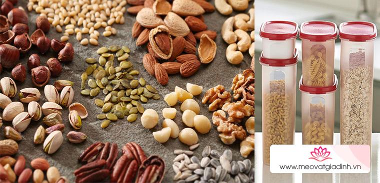 Mách bạn 4 cách bảo quản các loại hạt không bị ỉu trong mùa Tết