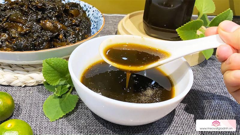 Cách làm siro húng quất đường phèn diếp cá lá hẹ trị ho, tiêu đờm tại nhà