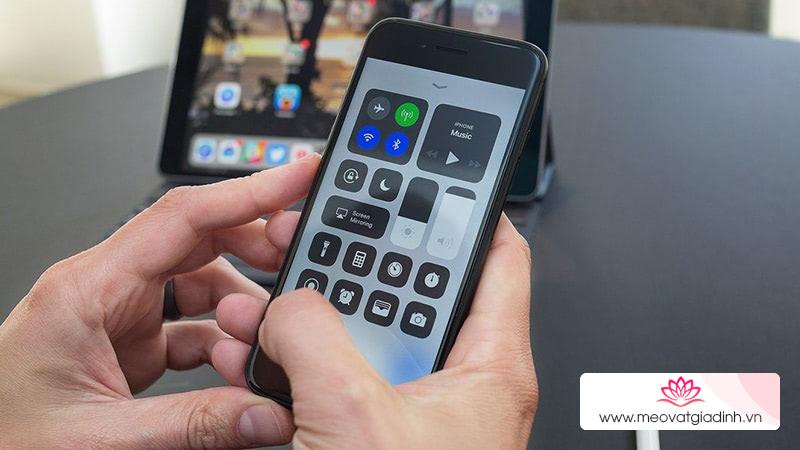 Mẹo tắt hẳn Wifi và Bluetooth trên iOS 11 không cần vào Cài đặt